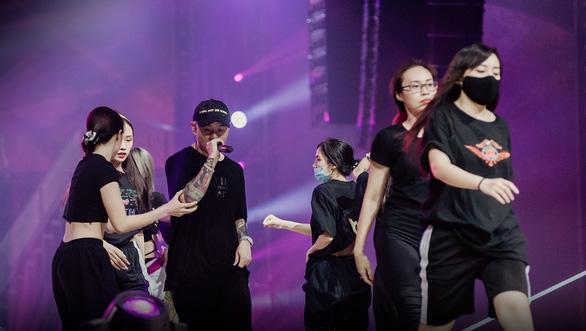 Đại Nghĩa, Việt Hương ăn gian, hé lộ sân khấu concert Rap Việt All-Star - Ảnh 4.