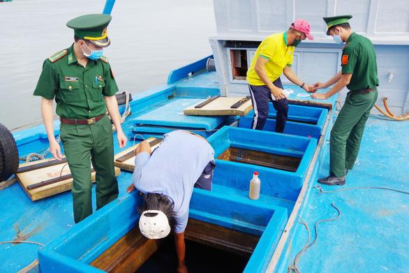 Bắt tàu chở 80.000 lít dầu ở vùng biển Côn Đảo - Ảnh 1.