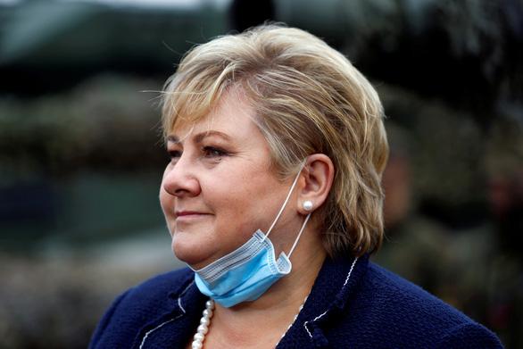 Thủ tướng Na Uy bị phạt vì tổ chức tiệc vi phạm quy định chống dịch - Ảnh 1.