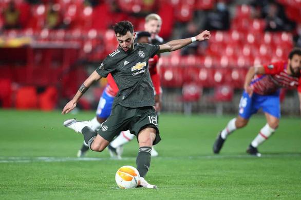 Bruno Fernandes ghi bàn phút 90+1 giúp Manchester United rộng cửa vào bán kết - Ảnh 1.