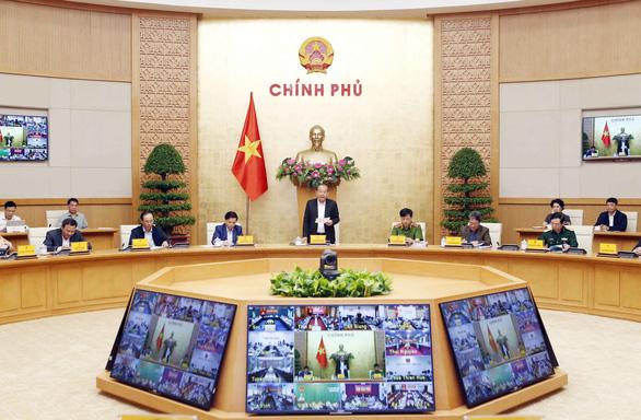 Phó thủ tướng Trương Hòa Bình: Điều tra có ai chống lưng cho xe quá tải không? - Ảnh 1.