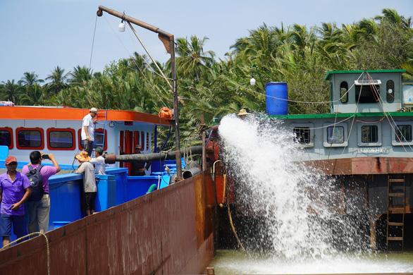Bến Tre hủy kế hoạch tăng giá nước sạch không bị nhiễm mặn trong mùa hạn mặn - Ảnh 2.