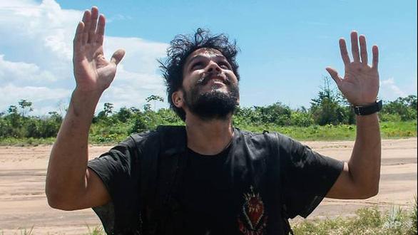 Phi công sống sót thần kỳ 38 ngày trong rừng già Amazon - Ảnh 1.