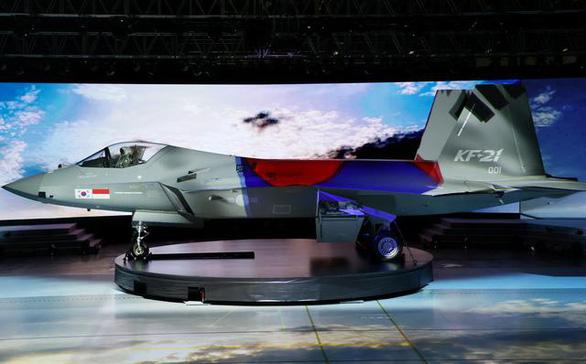 Hàn Quốc trình làng máy bay chiến đấu nhà làm - Ảnh 1.