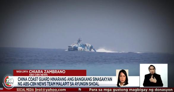 Tàu tên lửa Trung Quốc rượt tàu chở phóng viên Philippines trên Biển Đông - Ảnh 1.