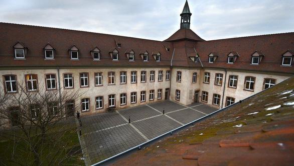 Pháp đóng ngôi trường tinh hoa chuyên đào tạo tổng thống, thủ tướng - Ảnh 2.
