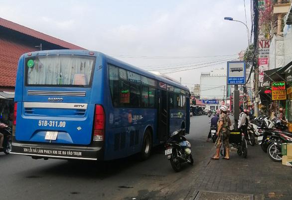 Đình chỉ nhân viên xe buýt ở Sài Gòn bị tố từ chối phục vụ người khuyết tật - Ảnh 1.