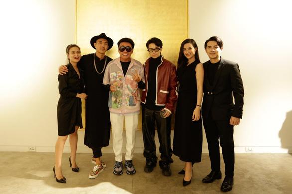Nghệ sĩ Lê Thiện ngã cầu thang nứt xương sống, Wowy bán đấu giá tranh giúp bệnh nhi - Ảnh 7.