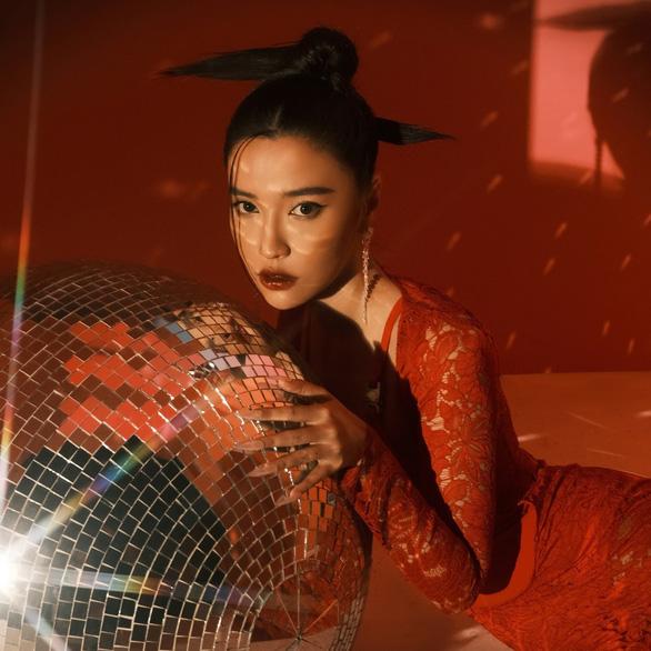 Hình ảnh Bích Phương xuất hiện ở Quảng trường Thời Đại, New York - Ảnh 4.
