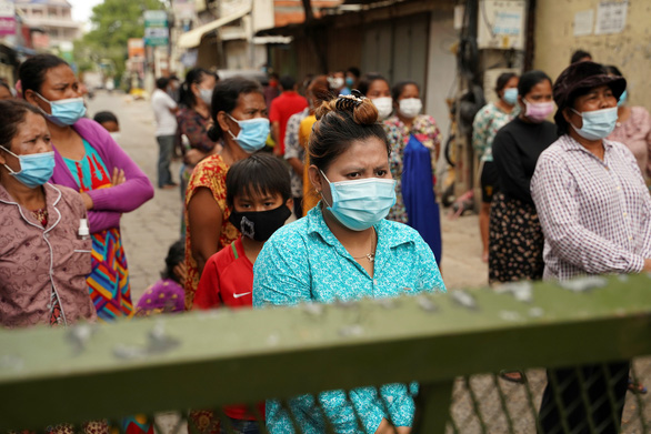 Số ca COVID-19 ở Campuchia lần đầu giảm sau một tuần liên tiếp tăng nóng - Ảnh 1.