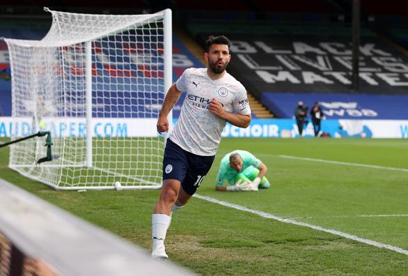 Đá bại Crystal Palace, Man City chạm tay vào cúp vô địch - Ảnh 1.