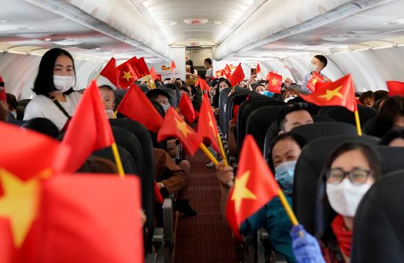Tự hào tàu bay mang màu cờ Tổ quốc đi muôn nơi - Ảnh 3.