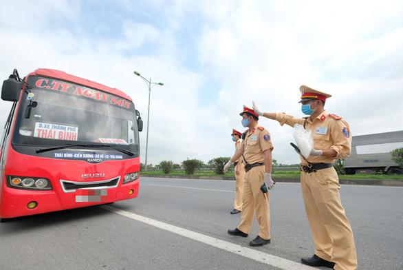 CSGT ngăn chặn liên tiếp đua xe trái phép ở Vĩnh Long, Đồng Tháp - Ảnh 1.