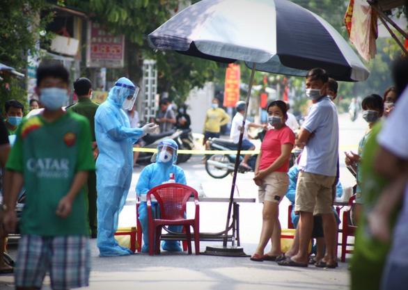 Chiều 1-5, Việt Nam thêm 14 ca COVID-19, có 3 ca cộng đồng ở Hà Nam - Ảnh 1.