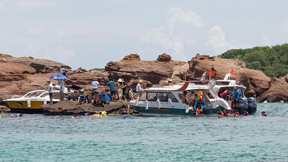 Hơn 50.000 người đến Phú Quốc trong một ngày, các điểm vui chơi chật kín khách - Ảnh 3.