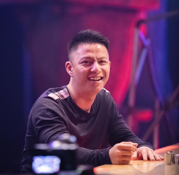 Nghệ sĩ Lê Thiện ngã cầu thang nứt xương sống, Wowy bán đấu giá tranh giúp bệnh nhi - Ảnh 3.
