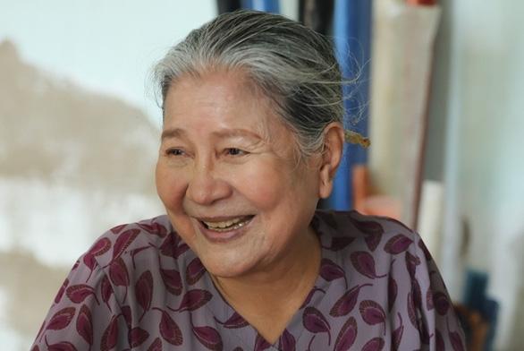 Nghệ sĩ Lê Thiện ngã cầu thang nứt xương sống, Wowy bán đấu giá tranh giúp bệnh nhi - Ảnh 1.
