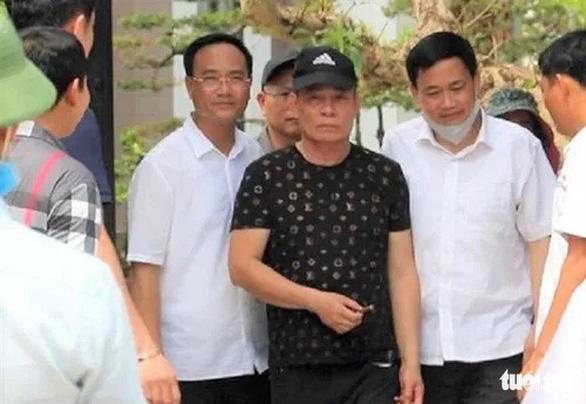 Vì sao không còng tay nghi phạm bắn chết 2 người ở Nghệ An? - Ảnh 1.