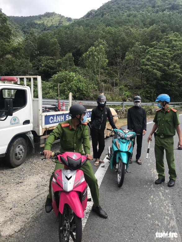 Đà Nẵng: Truy quét 'quái xế', tạm giữ gần 40 xe trên đèo Hải Vân - Ảnh 5.