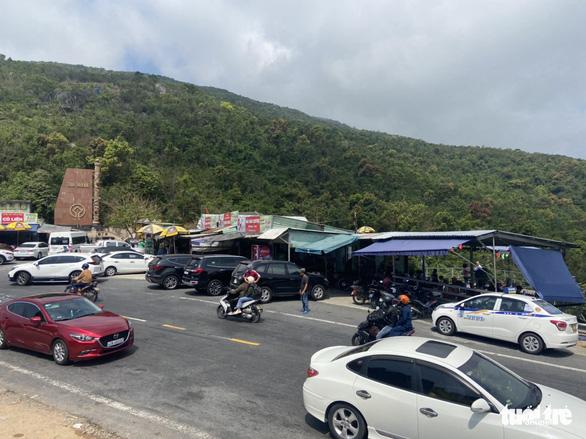 Đà Nẵng: Truy quét 'quái xế', tạm giữ gần 40 xe trên đèo Hải Vân - Ảnh 2.