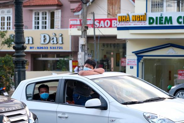 Du khách đông kỷ lục, Lâm Đồng hỏa tốc kêu gọi dân Đà Lạt đi xe 2 bánh - Ảnh 1.