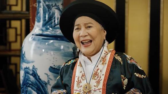 Nghệ sĩ Lê Thiện ngã cầu thang nứt xương sống, Wowy bán đấu giá tranh giúp bệnh nhi - Ảnh 2.