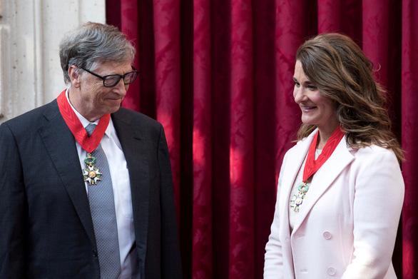 Bà Melinda Gates tính ly dị từ 2019 vì ông Bill Gates quen tỉ phú phóng đãng Epstein - Ảnh 1.