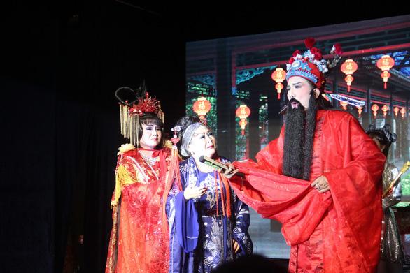 Gia tộc có cả 100 năm theo hát nuôi ước mơ dựng lại bảng hiệu Minh Tơ - Ảnh 1.