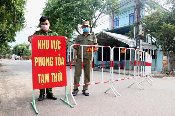 Nhiều cán bộ UBND tỉnh Quảng Trị phải xét nghiệm do 2 ca nghi mắc COVID-19 - Ảnh 1.