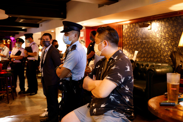 Bloomberg: Hàng triệu người Hong Kong từ chối vắc xin COVID-19 miễn phí - Ảnh 1.