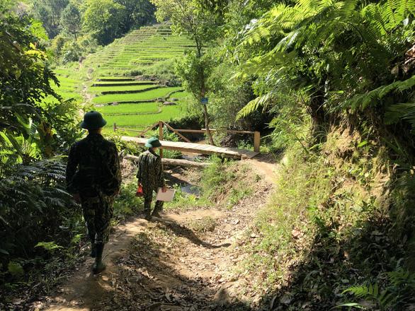 Chặn đứng nhiều tốp người vượt biên trên tuyến biên giới Việt - Lào - Ảnh 2.