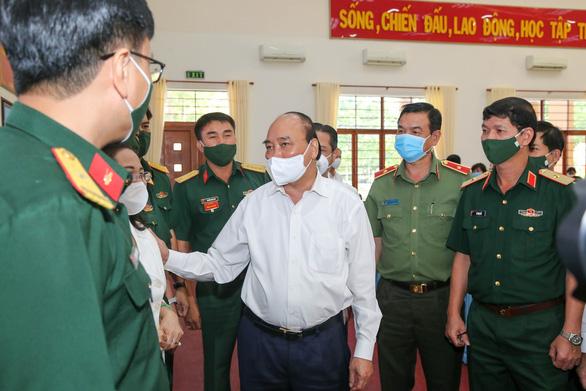 Chủ tịch nước Nguyễn Xuân Phúc: Không thể làm chính sách trong phòng lạnh - Ảnh 1.