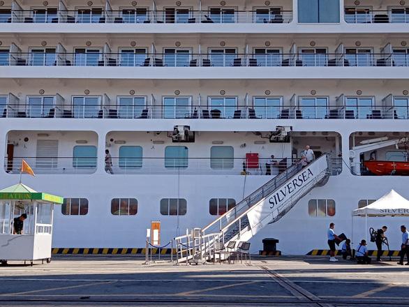 Từ 3 ca COVID-19 trên tàu MS SUN: Ai chịu trách nhiệm giám sát người lên xuống tàu? - Ảnh 1.