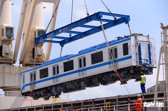 Hai đoàn tàu của metro số 1 đã cập cảng Khánh Hội - Ảnh 2.