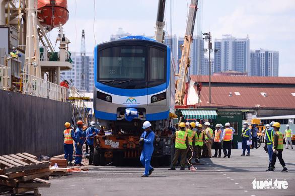 Hai đoàn tàu của metro số 1 đã cập cảng Khánh Hội - Ảnh 3.