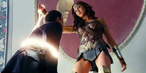 Wonder Woman từng bị đạo diễn Justice League đe dọa sự nghiệp - Ảnh 1.