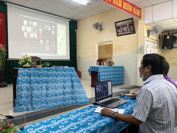 Nơi cho học sinh nghỉ, nơi thi học kỳ trực tuyến, riêng Quảng Ngãi cho học lại - Ảnh 2.