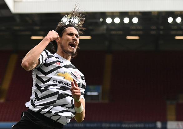 Thi đấu thăng hoa, Cavani được Man Utd gia hạn hợp đồng - Ảnh 1.