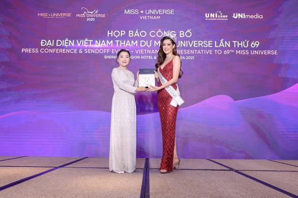 Khánh Vân đại diện Việt Nam đến với đấu trường nhan sắc quốc tế - Ảnh 4.