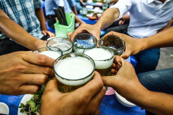Hà Nội tạm dừng hoạt động nhà hàng bia, quán bia, bia hơi - Ảnh 1.
