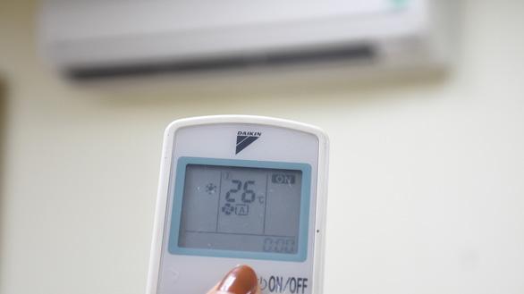 EVNHANOI: Vào mùa nắng tiêu thụ nhiều, làm sao để tiết kiệm điện? - Ảnh 2.