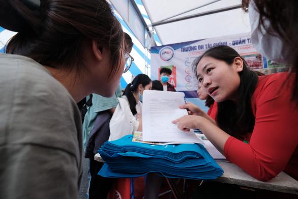 Trên 1 triệu thí sinh đăng ký thi tốt nghiệp trung học phổ thông năm 2021 - Ảnh 1.