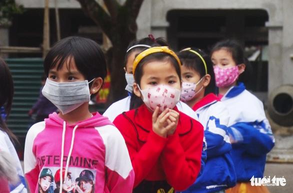 Thầy giáo đi cùng xe với bệnh nhân COVID-19, cả trăm học trò ở Nghệ An nghỉ học - Ảnh 1.