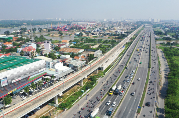 TP.HCM tổ chức buýt điện, xe đạp điện, xe máy điện kết nối tuyến metro số 1 - Ảnh 1.
