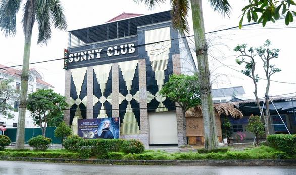 Các video đồi trụy được cho là ở quán bar Sunny là giả mạo - Ảnh 1.