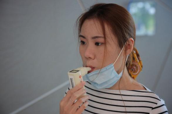 Công nghệ mới tại Singapore: Máy kiểm tra virus COVID-19 chỉ với một hơi thở - Ảnh 1.