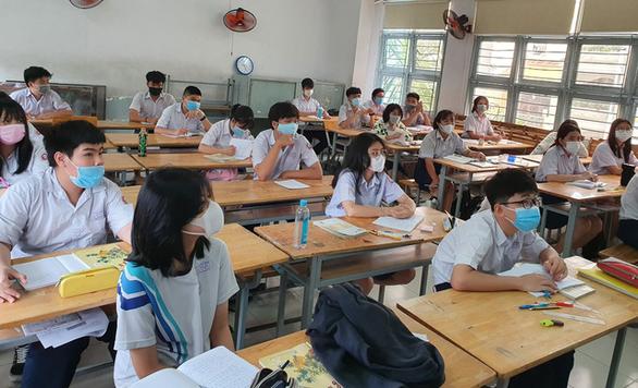 Nhiều trường ở TP.HCM tách lớp dạy ôn trực tiếp cho học sinh lớp 9 - Ảnh 1.