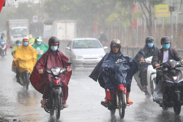 Miền Nam: Chiều nay mưa ào ạt - Ảnh 1.