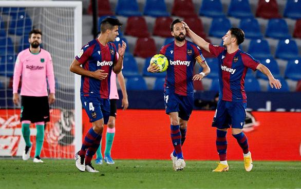 Đánh rơi chiến thắng, Barca cạn hi vọng vô địch - Ảnh 2.