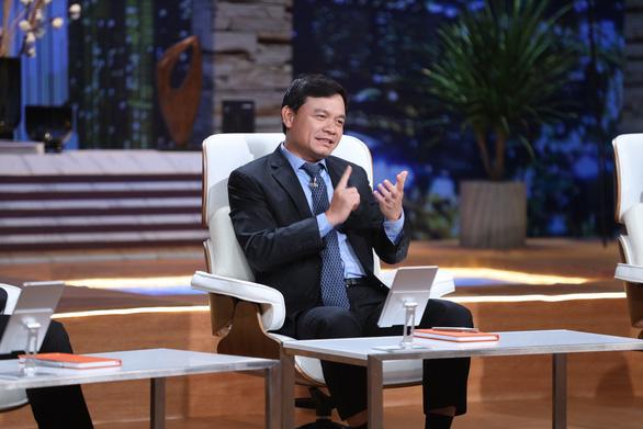 Shark Phú gây tranh cãi khi quan tâm nhan sắc nữ CEO? - Ảnh 4.